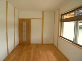 ヒノキ柱と和紙貼りの子供部屋